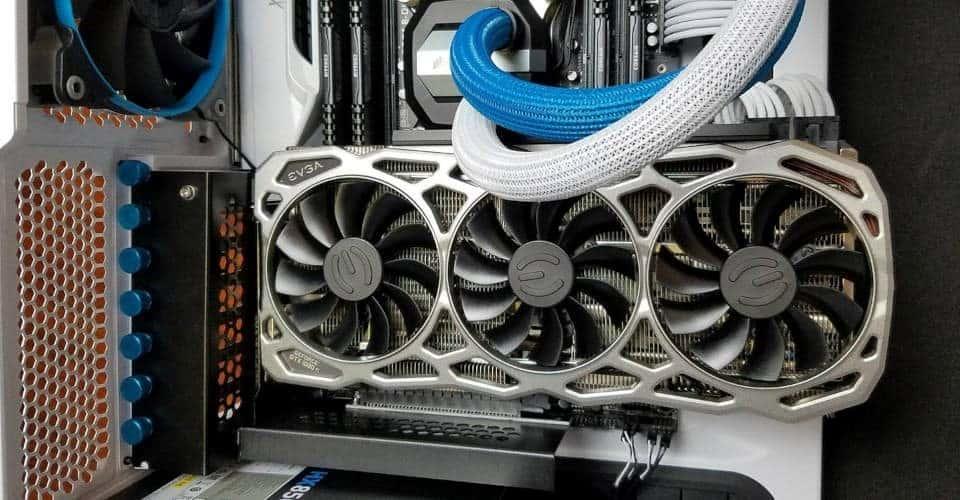 Pourquoi monter un GPU verticalement